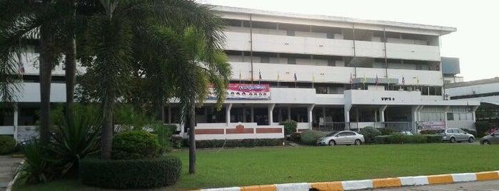 โรงเรียนอุดรพิทยานุกูล is one of สถานที่ที่ 「 SAL 」 ถูกใจ.