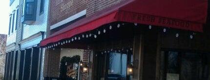 R&M Sandwich Shop is one of Lieux qui ont plu à Jennifer.