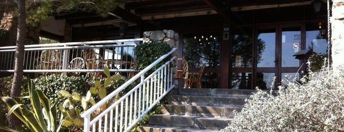 Restaurant Les Piques is one of Egina 님이 좋아한 장소.