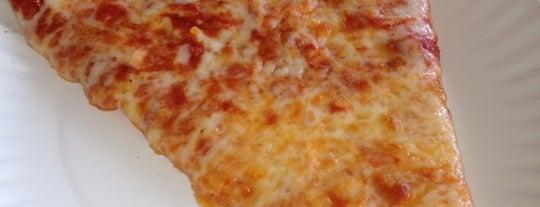 Due Amici Pizzeria is one of Gespeicherte Orte von Joe.