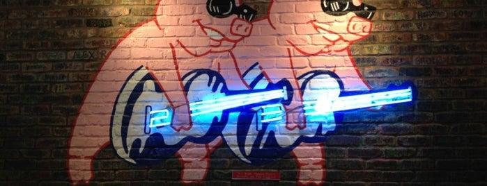 Red Hot & Blue  -  Barbecue, Burgers & Blues is one of Craig'in Beğendiği Mekanlar.