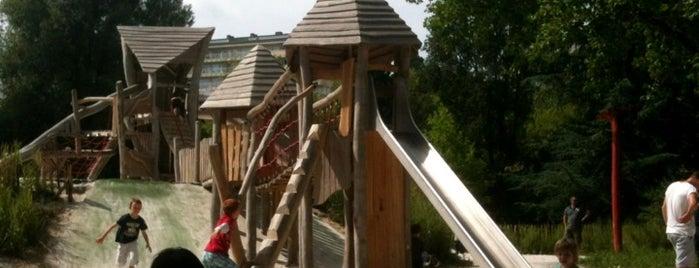 Plaine de jeux du parc Sény is one of Lieux qui ont plu à Rapha.