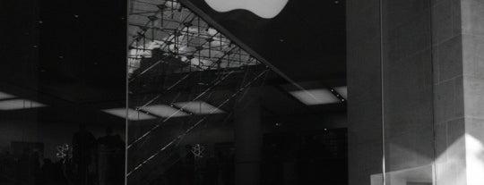 Apple Carrousel du Louvre is one of Paris.