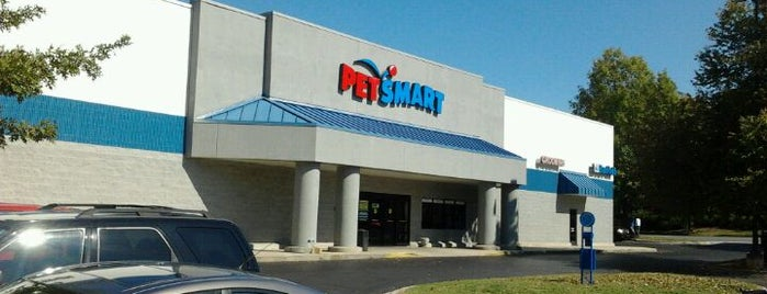 PetSmart is one of Lugares favoritos de Lulu.