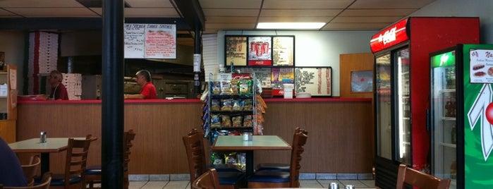 Napoli's Pizza is one of Lizzie'nin Kaydettiği Mekanlar.