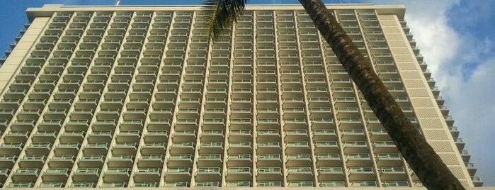 アラモアナ・ホテル is one of Honolulu: The Big Pineapple #4sqCities.