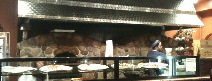 Nina's Restaurant & Pizzeria is one of Chris Camp Greenpoint Favorites.