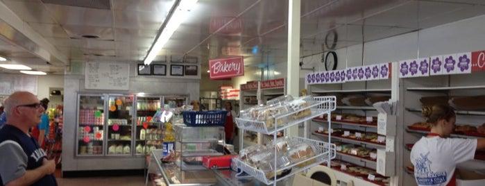 Holland Farms Bakery & Deli is one of สถานที่ที่ Samantha ถูกใจ.