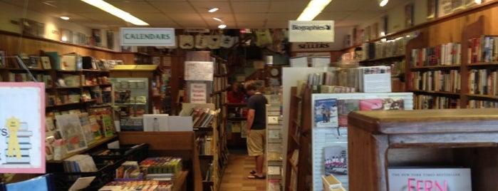 Fireside Bookstore is one of สถานที่ที่บันทึกไว้ของ Michelle.