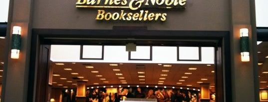 Barnes & Noble is one of R'ın Beğendiği Mekanlar.