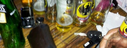 Bar Mi Oficina is one of Tempat yang Disukai Junni.