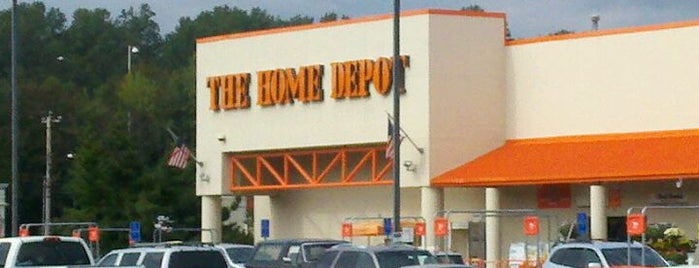 The Home Depot is one of Orte, die Emily gefallen.