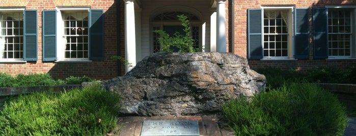 Sigma Nu Fraternity Headquarters is one of Tempat yang Disukai Bradley.