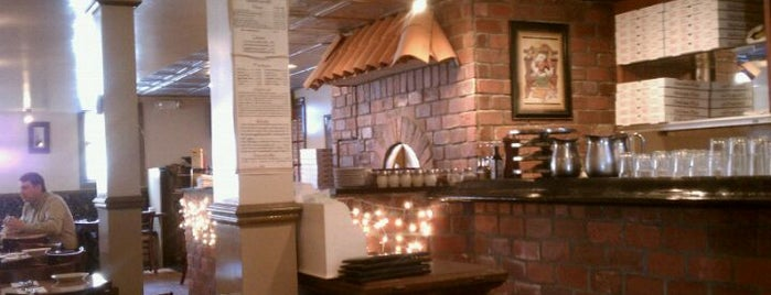 Brick House Restaurant & Pizza is one of Lugares guardados de Lizzie.