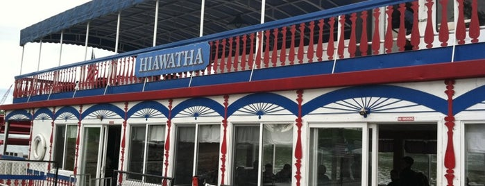 Hiawatha Paddlewheel Riverboat is one of Orte, die Alysha gefallen.