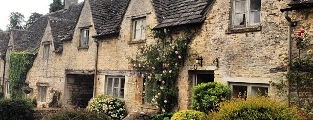 Bibury is one of Place to See.