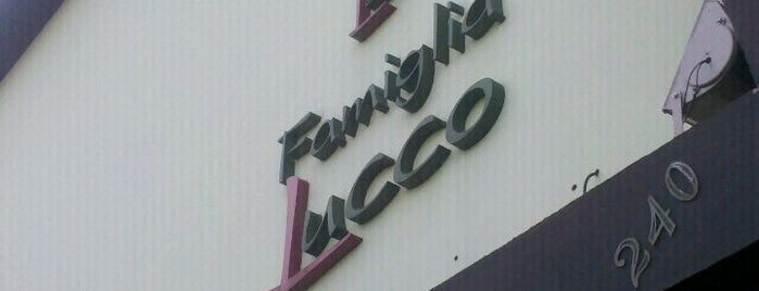 Pizzaria Famiglia Lucco is one of Restaurantes.