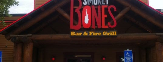 Smokey Bones Bar & Fire Grill is one of Megan 님이 좋아한 장소.