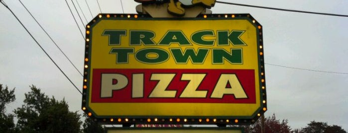 Track Town Pizza is one of Lugares guardados de Enrique.