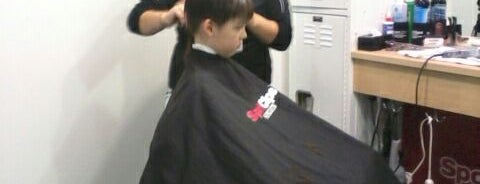 Sport Clips Haircuts of Chili's Square - Green Bay is one of Lugares guardados de Fernando.