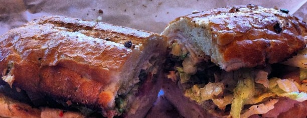 Potbelly Sandwich Shop is one of Lugares favoritos de Sean.