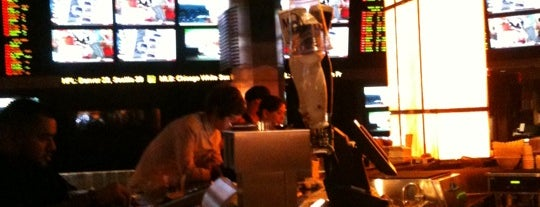 Planet Hollywood Sports Book is one of Ivy 님이 좋아한 장소.