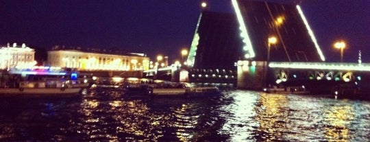 Palace Bridge is one of Must visit in spb.