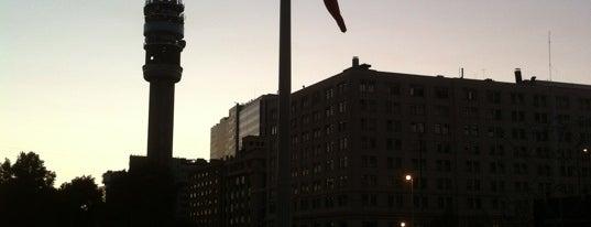 Bandera Bicentenario is one of Lugares, plazas y barrios de Santiago de Chile.