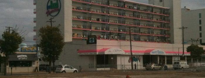 Beach Terrace Motor Inn is one of Lugares favoritos de Eric.