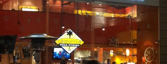 California Pizza Kitchen is one of Tempat yang Disukai Stephania.
