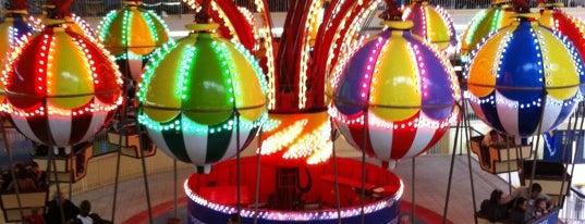 Méga Parc is one of Amusement pour enfants.