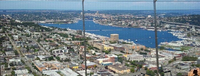 Space Needle: Observation Deck is one of Posti che sono piaciuti a Sergio M. 🇲🇽🇧🇷🇱🇷.