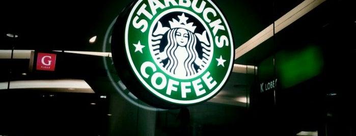Starbucks is one of Lieux qui ont plu à Vee.