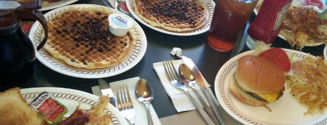 Waffle House is one of Johnさんの保存済みスポット.