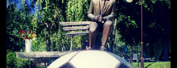 Пам'ятник Валерію Лобановському is one of Авто.