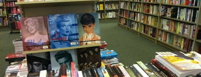 Barnes & Noble is one of Joey 님이 저장한 장소.
