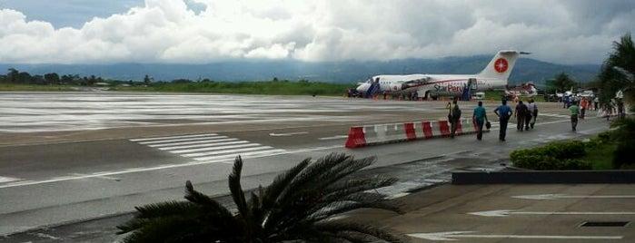 Aeropuerto Comandante FAP Guillermo del Castillo Paredes (TPP) is one of Lugares favoritos de Paola.