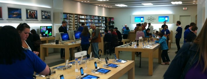 Apple Eastview is one of Locais curtidos por Dave.