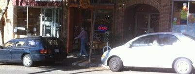 Hummingbird Cafe is one of Benjamin'in Beğendiği Mekanlar.
