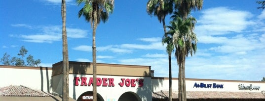 Trader Joe's is one of Tempat yang Disukai Justin Eats.