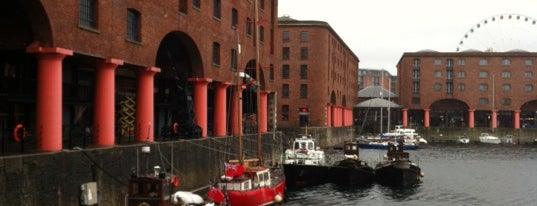 Royal Albert Dock is one of Locais curtidos por Helena.