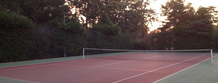 """Tennis Henry de Montherlant is one of Le parcours """"Pass Jeunes""""."""