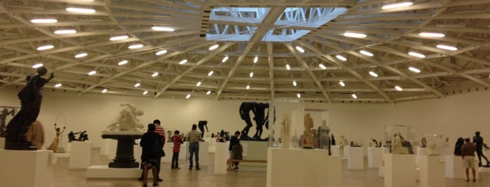 Museo Soumaya is one of 32 Museos que Rockean en el DF.