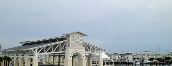 Gulfport Harbor/Jones Park is one of Jonさんの保存済みスポット.