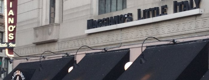 Maggiano's Little Italy is one of Locais curtidos por Mauricio.
