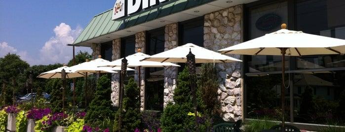 Shoreline Diner  & Vegetarian Enclave is one of John : понравившиеся места.