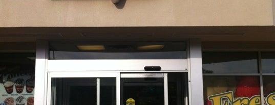 Braum's Ice Cream & Burger Restaurant is one of Lieux qui ont plu à Suzanne E.