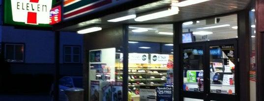 7-Eleven is one of Lugares favoritos de Moe.