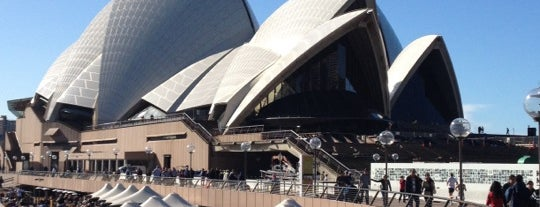 Sydney Opera House Forecourt is one of Locais curtidos por Kyriaki.
