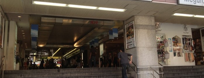 JR Meguro Station is one of Masahiro'nun Beğendiği Mekanlar.